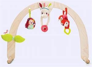 Arche En Bois Bebe : louise set de hochets et arche en bois lilliputiens 86762 jeux de nim ~ Teatrodelosmanantiales.com Idées de Décoration