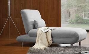 Seul au monde dans son canape for Canapé lit une place