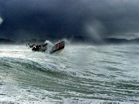 Small Boat Large Waves by Small Craft Advisories And Boating Safety 171 Coast Guard