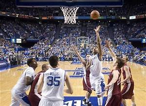 Kentucky Wildcats' James Young hits 3-pointer for other ...