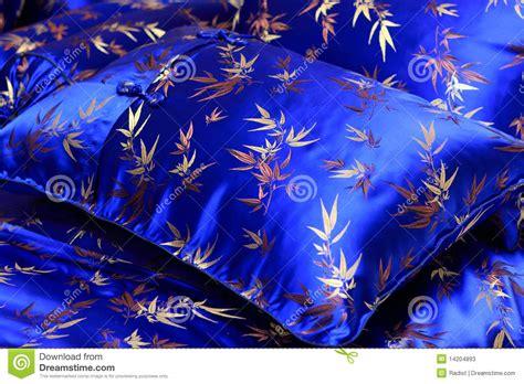 federa cuscino con foto cuscino con la federa di seta immagine stock immagine di