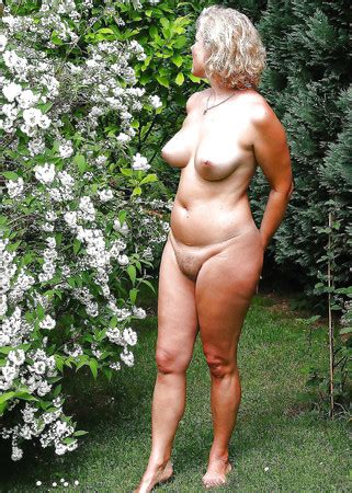 Sexy Mature Milf Naked In The Garden Pics Xhamster