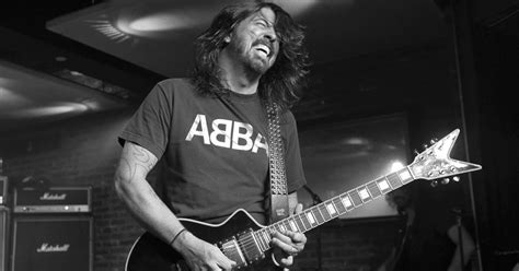 join foo fighters fan club foo fighters surprise fans with new video the river 103