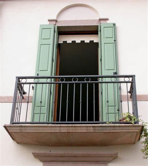 ringhiera per finestra serramenti in pvc balconi porte scuri persiane tapparelle