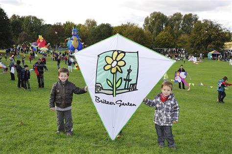 Britzer Garten Kalender by Luftikus Im Britzer Garten Drachenfest F 252 R Gro 223 Und Klein