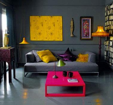 decoration salon couleur gris er noir  couleur flashy