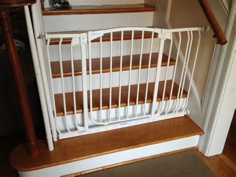 gate for stairs with banister pros and cons baby gate for stairs the kienandsweet
