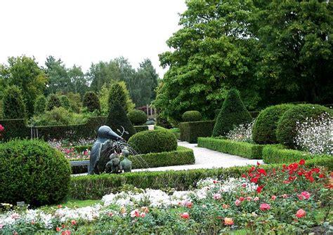 Britzer Garten Wasser by Ein Rosarium Wasser In Der Gartengestaltung