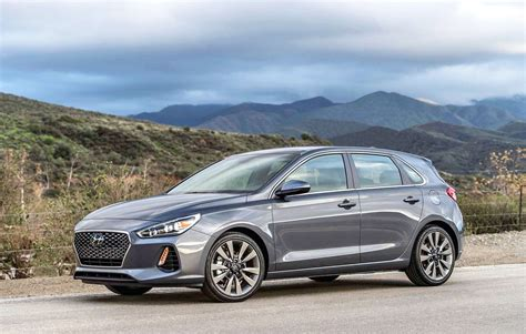 hyundai accent features specs  performance
