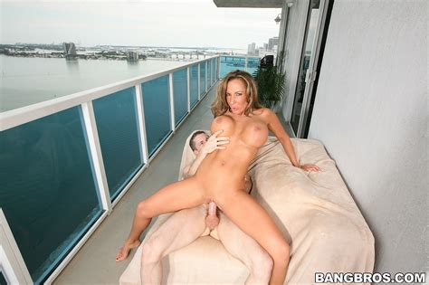 Perky Milf Chick Richelle Ryan Hot And Naked Milf Fox
