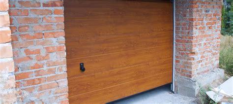 porte de garage isolante isoler une porte de garage