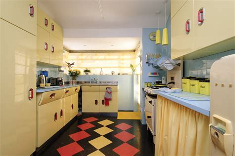1950s ENGLISH ROSE KITCHEN IS BLOOMIN' MARVELLOUS   PLANET