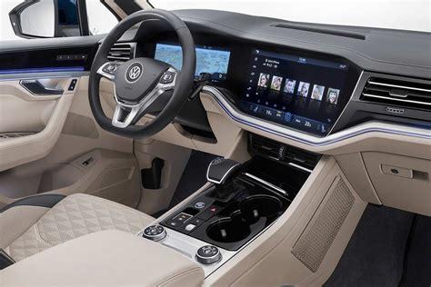 2019 VW Touareg Interior (2) | AUTOBICS