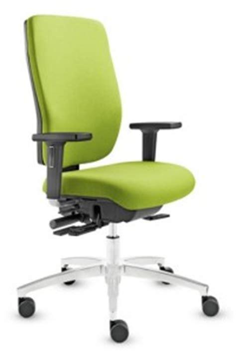 chaise ergonomique mal de dos mal au dos testez le fauteuil ergonomique de bureau illico