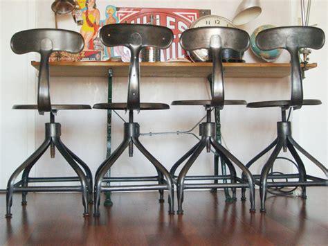 mi bois cuisine chaise et tabouret au style industriel