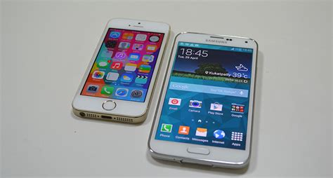 galaxy s5 vs iphone 5s samsung galaxy s5 vs apple iphone 5s plastic and metal