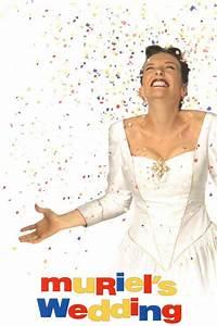 Muriel's Wedding Movie Review (1995) | Roger Ebert