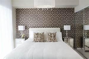 Tapeten im schlafzimmer 26 wohnideen f r akzentwand for Muster tapete schlafzimmer