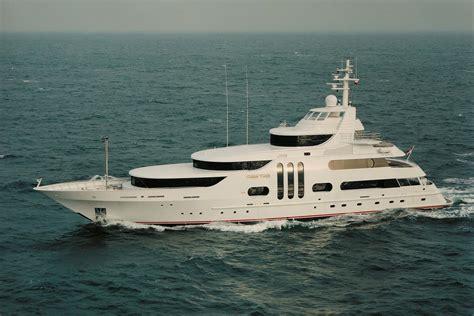 yacht gallant lady feadship charterworld luxury