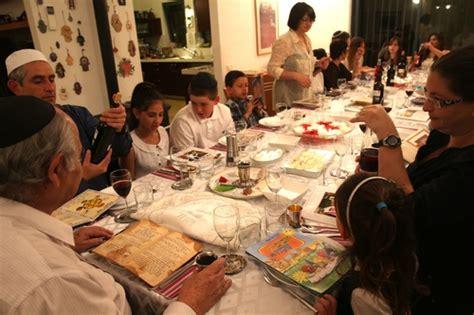 full  percent  israeli jews host  join  seder