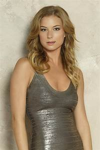 Emily VanCamp Bra Size | height and weights