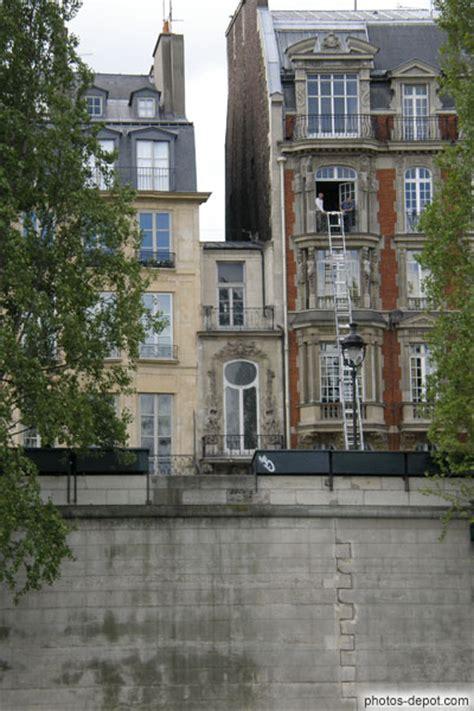 la plus maison la plus maison de se trouve rive gauche entre le pont du carousel et le pont des arts