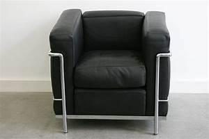 Cassina Charlotte Perriand : fauteuils lc2 le corbusier cassina lausanne suisse ~ Frokenaadalensverden.com Haus und Dekorationen
