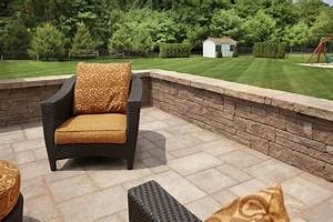 Walkers concrete llc seating and retaining walls for Walled patio ideas