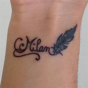 Tatouage Plume Poignet : tatouage femme prenom arabesque et plume tatouage femme ~ Melissatoandfro.com Idées de Décoration