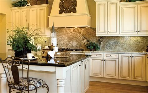 cream glazed kitchen cabinets cream maple glaze
