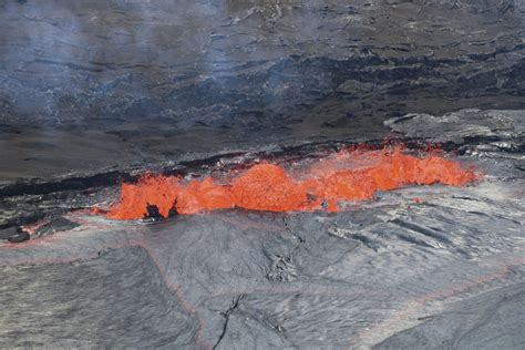 Hawaii volcano's sprawling lava flow shown in aerial ...