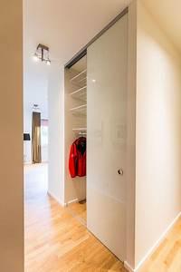 Moderne Garderobe Mit Bank : garderobe elfa regal mit gitterb den verschlossen mittels einer schiebet ran modern ~ Bigdaddyawards.com Haus und Dekorationen