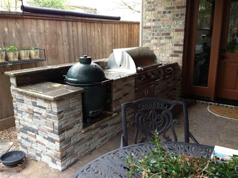 outdoor kitchen with big green egg houston patio with built in big green egg quot nest 9025