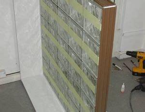 mur en verre interieur monter un mur en briques de verre pratique fr