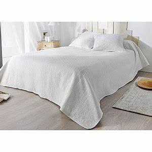 Couvre Lit Blanc : couvre lit boutis blanc verdon 2 taies d 39 oreiller couvre lit blanc matelass plaid boutis ~ Teatrodelosmanantiales.com Idées de Décoration