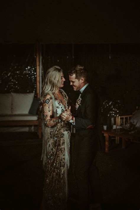ultra glam neutral colored wedding at solitaire homestead in western australia junebug weddings