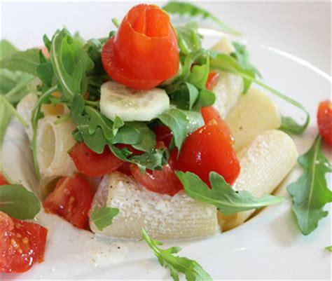 cuisine italienne pates rigatoni tomates cerises et crème de ricotta cuisine italienne cuisine italienne