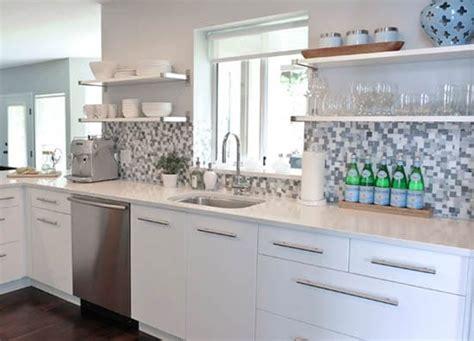 credence pour cuisine grise crédence de cuisine grise une mosaïque en camaïeu très