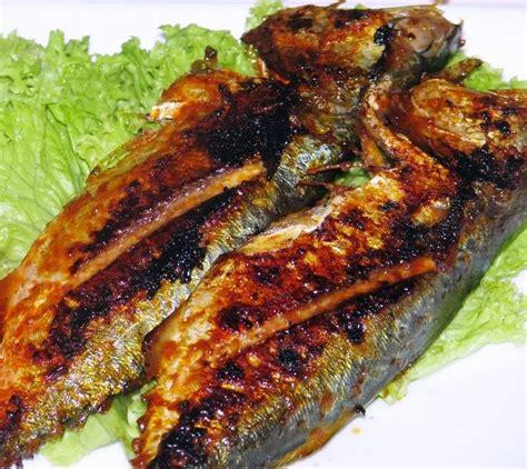 Hampir semua rumah makan pun restoran kelas atas memasukkan ikan bakar aneka rasa dalam daftar menu mereka. Resep dan Cara Membuat Ikan Kembung Bakar Lezat | Aneka Resep dan Cara Masak