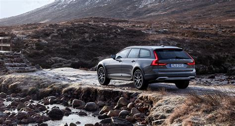 Download New Volvo V90 Cross Country Wallpaper High