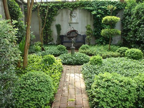 court yard design pictures a curious gardener southern courtyard gardens