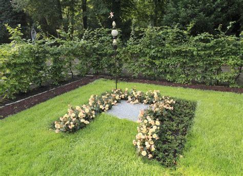 Engel Der Garten Bewacht by Bestattungsgaerten De Garten Der Engel