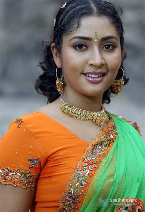 Mallu Masala Actress Navya Nair Hot And Sexy Unseen Photos
