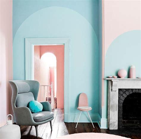 Warna coral pink sangat cocok untuk cat kamar tidur karena kesannya yang lembut dan manis. Warna Cat Rumah Pink Salem