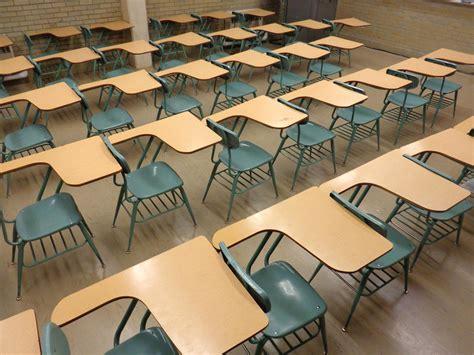 picture school classroom empty desks