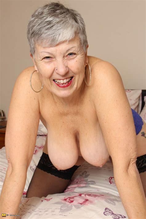 naughty british mature lady getting horny at granny sex pics
