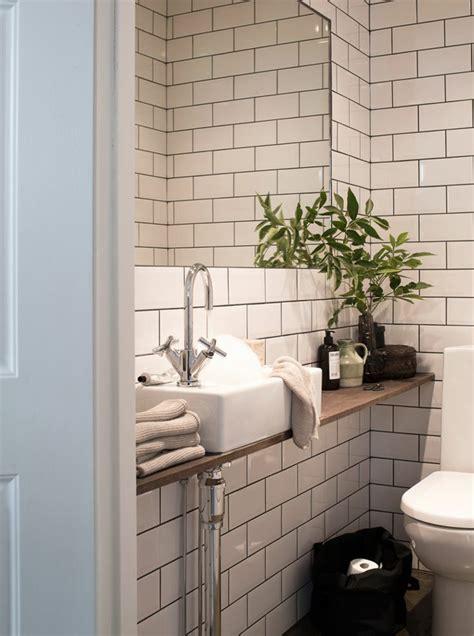 plante verte salle de bain le th 232 me du jour est la salle de bain r 233 tro