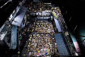 Philippines: Photos of prisoners packed together at ...