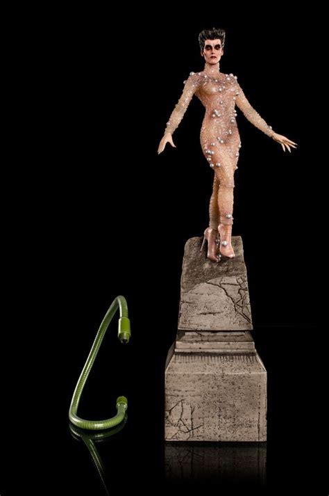 ghostbusters gozer  gozerian  scale statue ikon