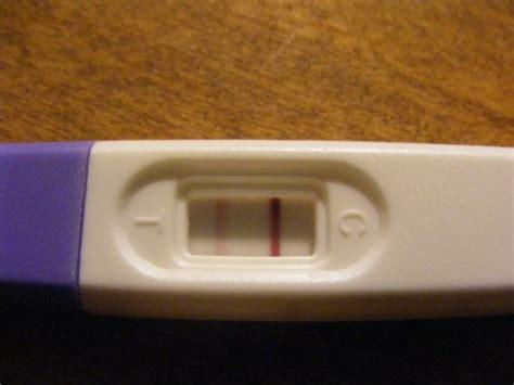 test de grossesse avec 2 232 me ligne a peine visible b 233 b 233 s